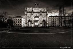 Siegestor Black-and-white