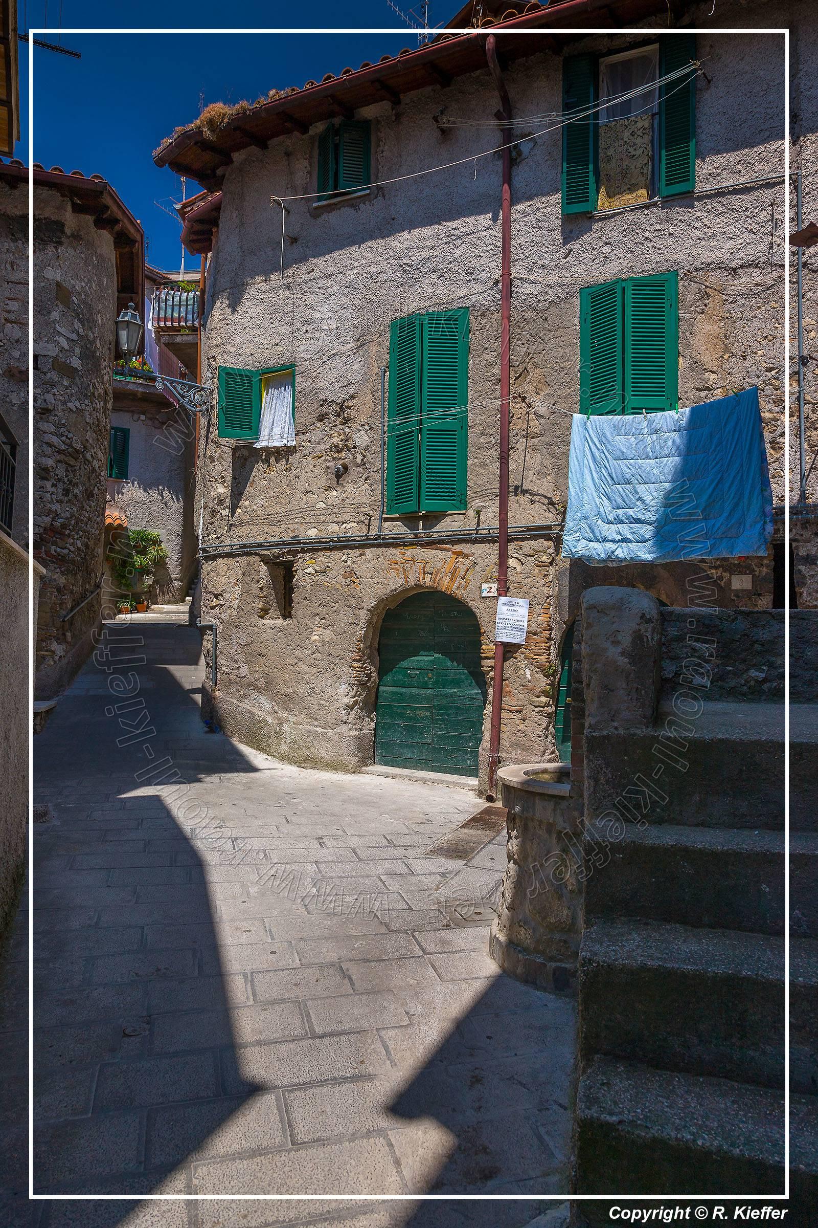 Galleria foto di olevano romano olevano romano is a for Domus arredamenti olevano romano